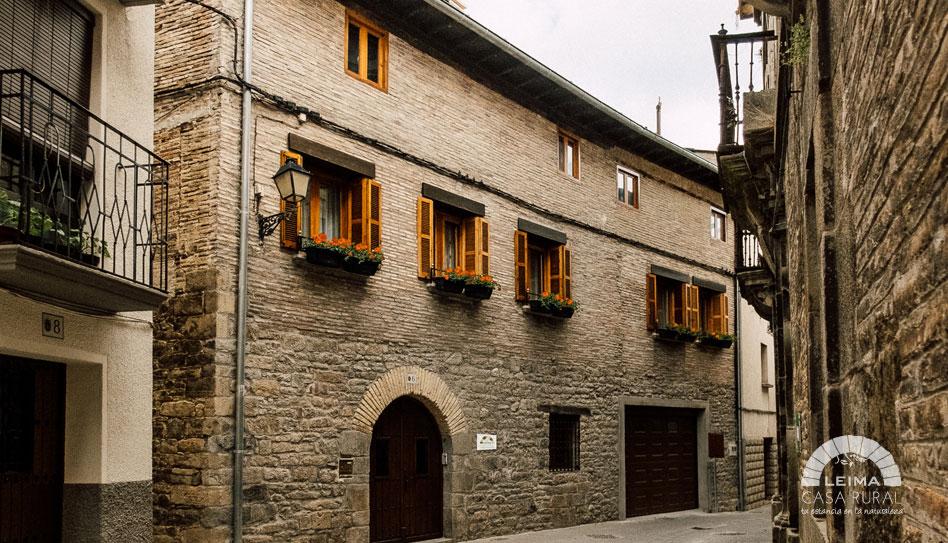 fachada casa rural leima